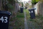kontenery na śmieci na posesji